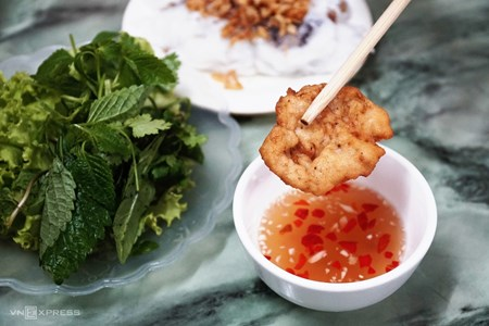 Picture for category The food scene in scenic Halong Bay